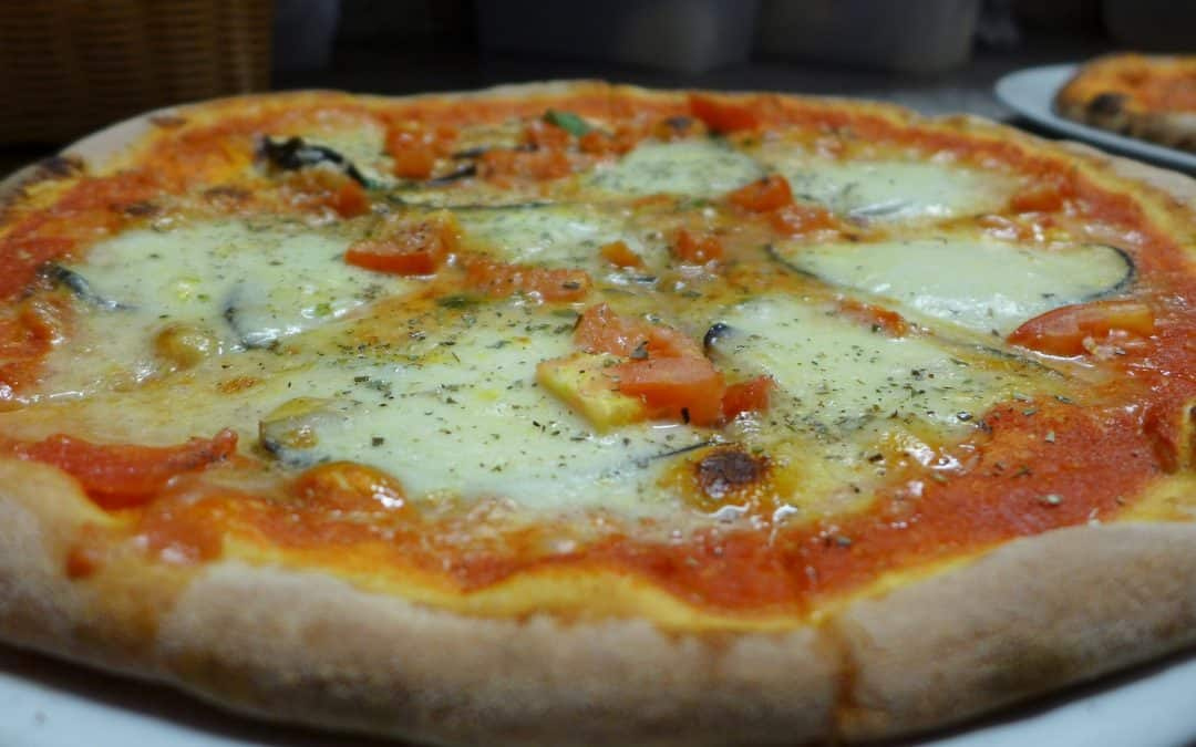 Une pizza avec beaucoup de gras trans